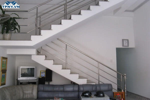 Cầu thang chữ L bằng inox