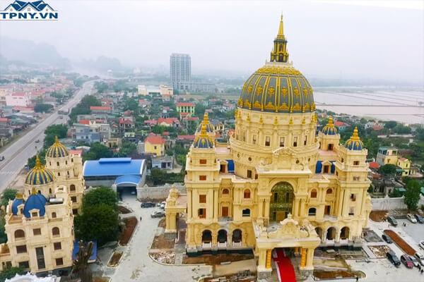 Lâu đài lộng lẫy tại Ninh Bình
