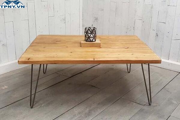 Bàn gỗ chân sắt làm từ xu hướng DIY