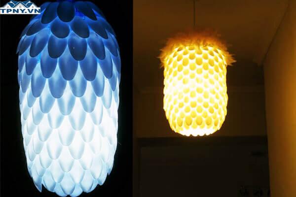 Đèn làm bằng thìa nhựa theo xu hướng DIY