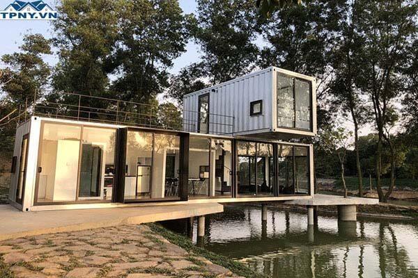 Nhà trên mặt hồ